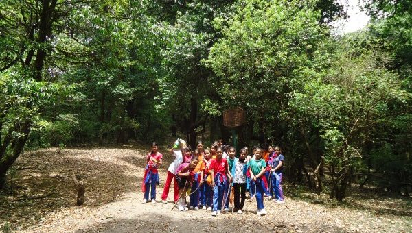 Girls hike to Baghdwar!